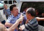 广州:男子拒绝配合交警执法并公然辱骂警察,结果悲剧了!