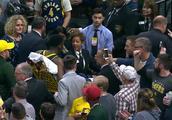 奥拉迪波右膝严重受伤被担架抬出场 詹姆斯 泡椒等球星为其祈福