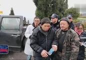 四川彭州:男子为逃票被困雪山,百人搜救动用无人机