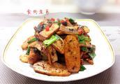 五花肉配豆腐干怎么做