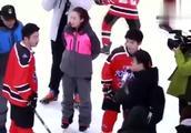 易烊千玺大兵小将饭拍:玩转冰场的炫酷小千和无处不在的胖虎