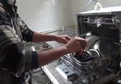 农村小伙买洗碗机招吐槽!看到效果之后,网友:我也要买一台!