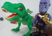 美国超人 绿巨人蜘蛛侠和大恐龙共同决战坏人 儿童玩具2
