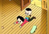 大头儿子小头爸爸:大头儿子玩滑板车,把妈妈撞到了!