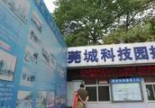 实拍:东莞工业园区招工处无人问津,工厂招不到人老板都急坏了!