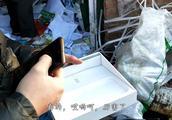 农村小伙废品站找出新款高档手机,让刚子惊喜半天,淘到宝了
