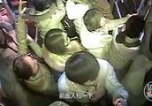 郑州男子错过站与司机争执,两次抢夺方向盘被刑拘