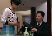 丈夫有了小情人,回家见了老婆没话说,埋头喝酒