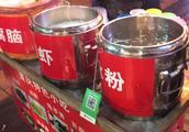 重庆解放碑好吃街20年凉粉摊,5块钱1碗,还有凉虾冰粉龟苓膏