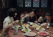 这一桌子菜花了不少钱吧,导演组真是舍得,网友:下了血本!