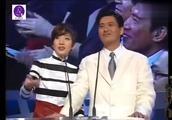 香港电影金像奖颁奖现场,梅艳芳周润发上台讲话,每一位都是巨星