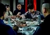 徒弟夹菜手不停的抖,桌上的鱼忽然活过来了,林正英顿感有蹊跷