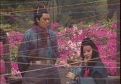 笑傲江湖:东方不败绣花,突然一只蝴蝶落在丝线上!