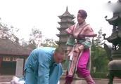 女子屡次挑衅少林武僧,惨遭暴打,被摆弄的服服帖帖!