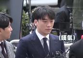 BIGBANG成员胜利因丑闻赴警局,公开鞠躬道歉,沉默后叹气!