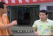 电信局里的人根本不理龚喜,龚喜还继续吹牛,刘若英看不下去了!