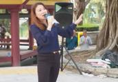 香港街头歌手一曲《昨夜星辰》还有多少70后80后记得这首歌