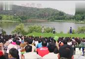 中国情歌汇:帅小伙登台献唱《雨花石》,男女声自由切换,太厉害
