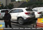 摊上事儿了!两个熊孩子调皮,竟在小区损坏三十多辆私家车