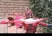 铠甲勇士:金刚诠释了什么叫坦克出装,4人照样拿他没办法