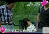 赵薇爸爸对赵薇女儿要求苛刻,丢菜摊上唱歌,不吃饭就饿着