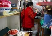 马桶上做饭的家3:见过厨卫混合间吗?拥挤空闲恶劣环境让人担忧