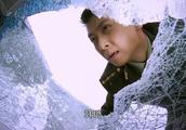 安佳伟给大队长送资料,途中遇车祸,砸车窗救人后车辆爆炸!