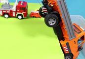 学习颜色-儿童玩具警车和起重机卡车与鲨鱼玩具