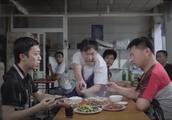 何云伟李菁吃饭吃到了虫子,老板这解决方法,更没法吃了