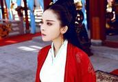 女星们穿上红装谁最美?赵丽颖冷艳霸气刘亦菲有独特的气质