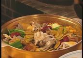 【大长今美食系列】 香菇火锅里加了好多营养品,皇上真享受啊