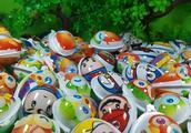 一堆不同玩具蛋 出奇蛋 奇趣蛋拆蛋视频