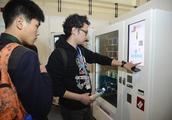 """五一后百度钱包""""承包""""北京景区自动售卖机 北京特产随心购"""