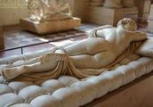 卢浮宫里雌雄同体的古希腊雕塑,背面窈窕女,正面阳刚男!