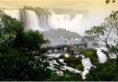 """世界七大自然奇迹之一,世界上跨度最宽的瀑布,人称为""""魔鬼之喉"""",它是位于巴西和阿根廷交界的伊瓜苏瀑布"""