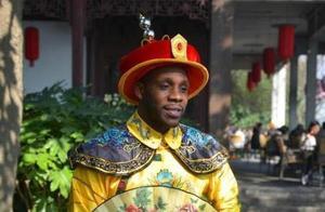 CBA外援哈德森竟然穿上龙袍!他想当皇帝吗?