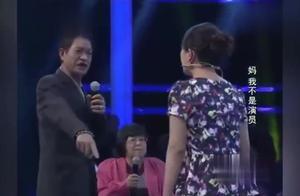28岁女子台上痛哭,下跪求父亲我不想再做了,父亲直呼不可能!