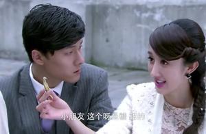 中国小孩不肯吃日本人的糖果,结果来了一位美女,瞬间把他迷住了