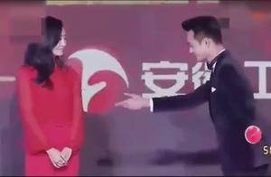 国剧盛典:靳东、王凯、胡歌现场尬舞,靳东的舞姿帅爆了