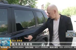西安一车主的爱车半年内被划伤10次   车身上甚至还被写字辱骂