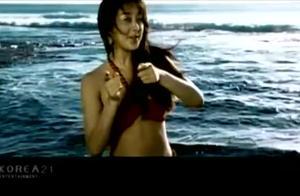 咸素媛当年就是凭借这首歌在中国打开市场,那一年她已经27岁了!