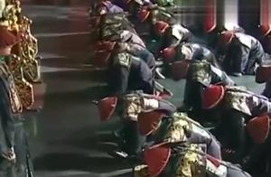 乾隆天子在位已达60年,当朝公布揭晓要禅位于储君,和珅拼命进谏