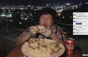 韩国农村一家人,儿子晚上饿到睡不着,在天台上炸烤鸡吃看着过瘾