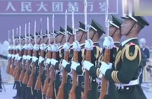 天安门广场升旗仪式,看了让人不禁感叹:太壮观了!