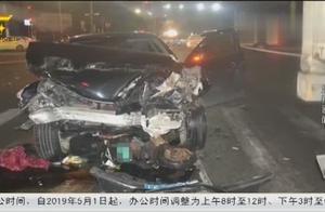 北海:司机酒驾闯红灯,连撞多车,事故造成4人受伤8车受损