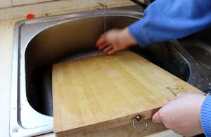 再脏的菜板,只需这样一处理,3分钟焕然一新,超实用
