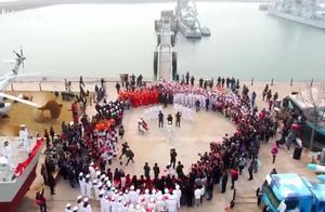 青岛进入海军时间,快闪点燃海军城,人民海军生日快乐