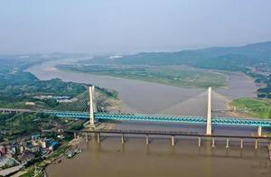 重庆首座长江大桥退役 新老桥工共同见证最后一班列车通过