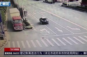 车祸现场,两车的司乘人员均被撞伤,警察调查后发现有问题