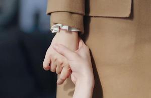 刘念喝醉牵住美女的手,不肯她离开,美女心却被他的话伤了